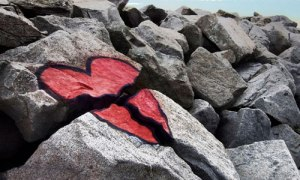 broken-heart-between-rocks